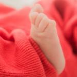 赤ちゃんの足の写真