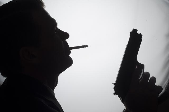 煙草 シルエット 銃