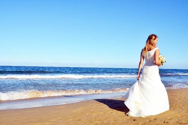 海岸に立つ花嫁 ブライダル