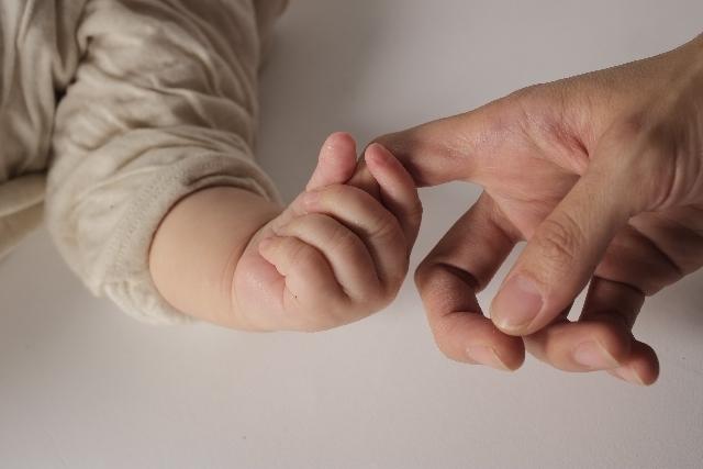 指をつかむ画像