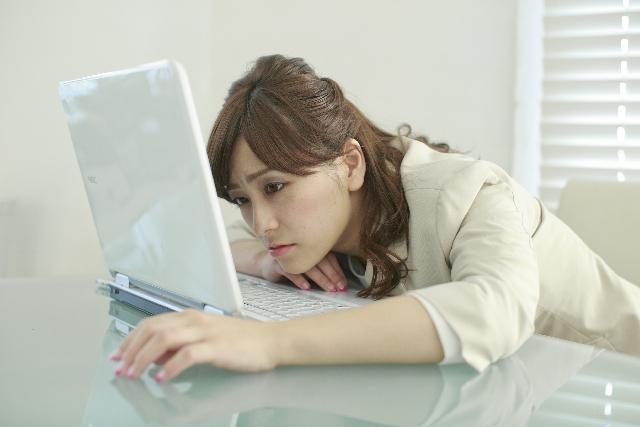 仕事 パソコン 女 忙しい