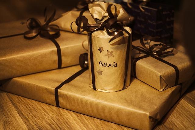 プレゼント たくさん セピア