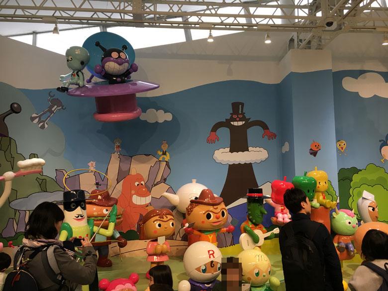 アンパンマンミュージアム 人形 等身大
